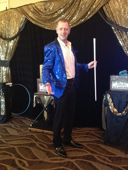 Denton magician for children's birthday parties and entertainment Magicain Kendal Kane is the best party magician for your event, birthday party, company holiday party, mago espanol