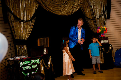 Dallas / Fort Worth magician entertains with magic for parties