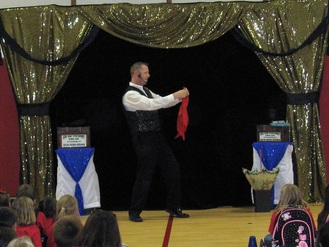 Dallas Magician entertains for birthday parties and special events