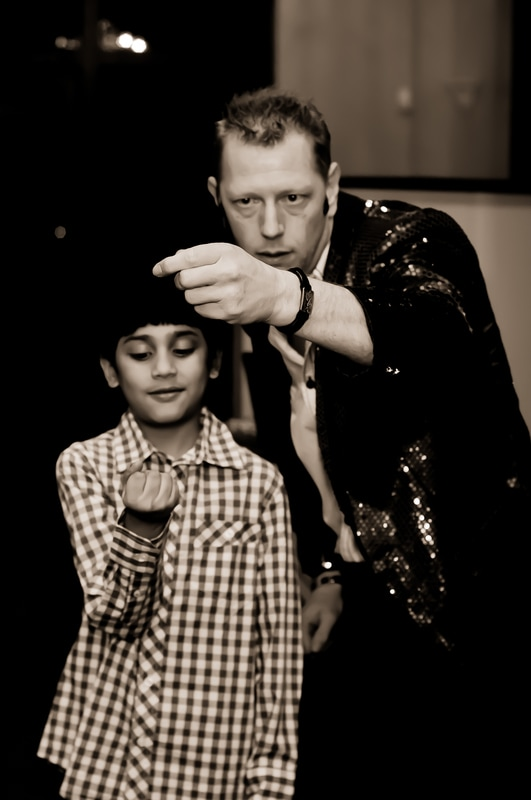 Dallas / Fort Worth magician Kendal Kane magic shows for kids and having fun with magic shows for children and birthday party magician.