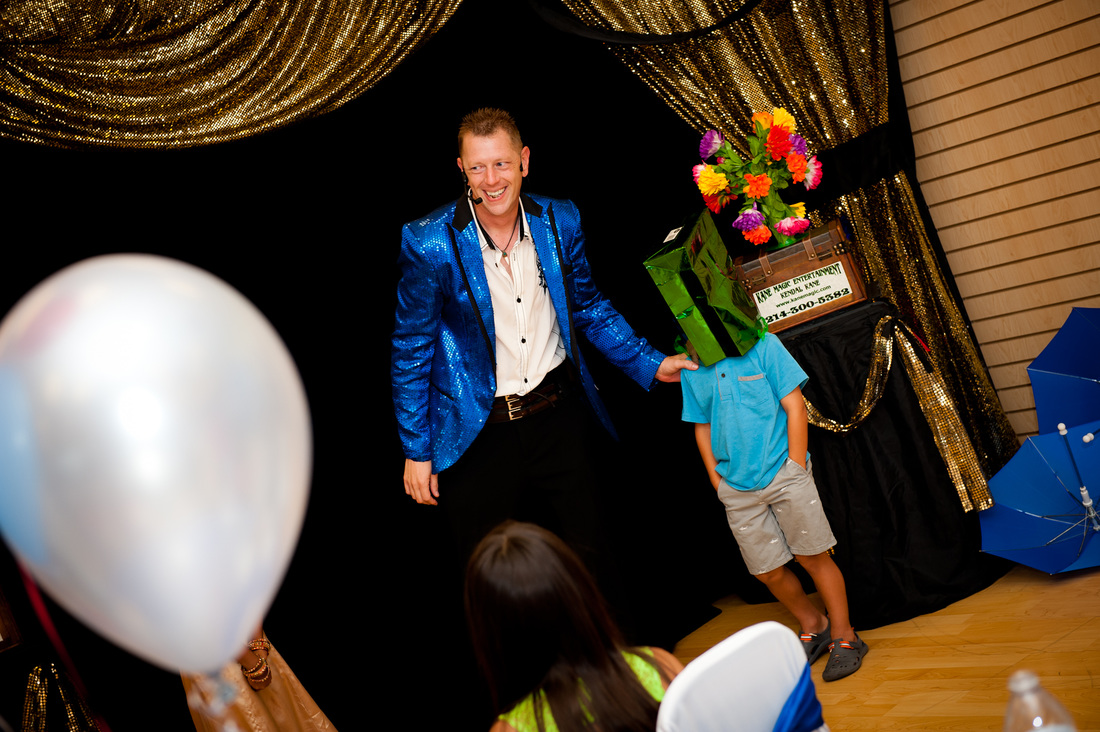 Grapevine birthday magician special ist Kendal Kane entertains  entertains at kids parties