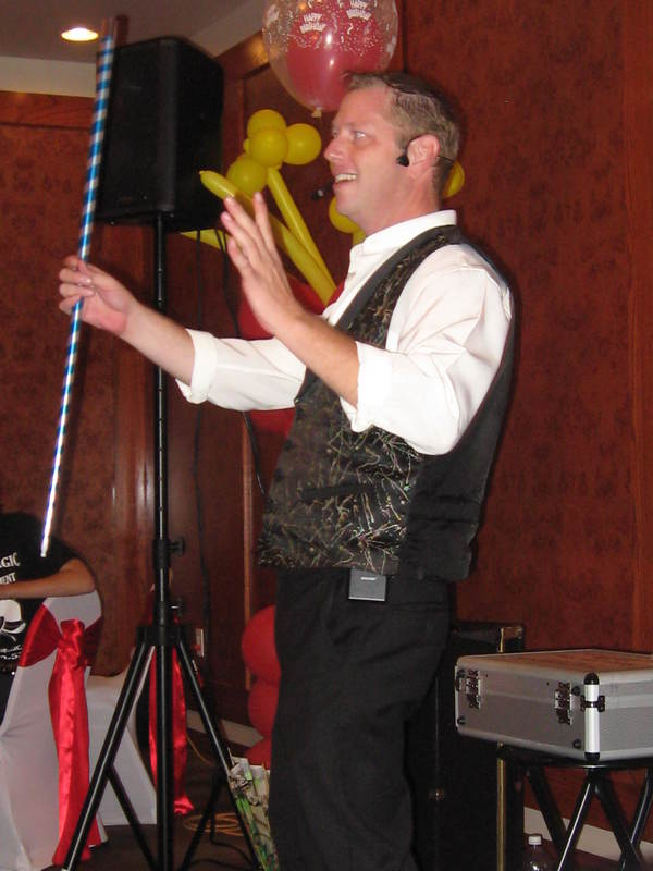 Everyone has fun and laughter with comedy magician in Dallas / Ft. Worth at corporate events and parties